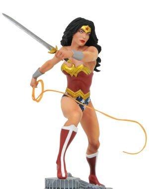 DC COMIC GALLERY PVC STATUE WONDER WOMAN LASSO 22CM